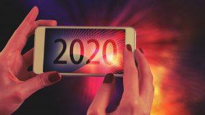 ידיים מחזיקות טלפון - שיווק באמצעות תוכן 2020